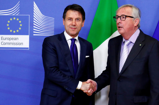 Le président du Conseil italien, Giuseppe Conte, et le celui de la Commission européenne, Jean-Claude Juncker, à Bruxelles, en décembre 12018.