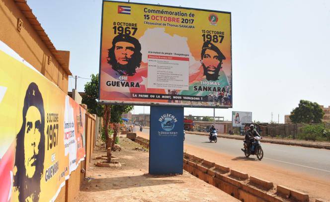 Affiche pour Thomas Sankara, le« Che Guevara» africain dans une rue de Ouagadougou en octobre 2017, trente ans après sa mort.
