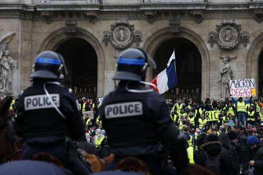 Photographie prise lors de la manifestation des« gilets jaunes», samedi 15 décembre devant l'Opéra de Paris.