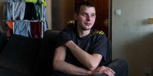 Arnaud, 26 ans, cariste et « gilet jaune», chez lui à Sens (Yonne), le 11 décembre.