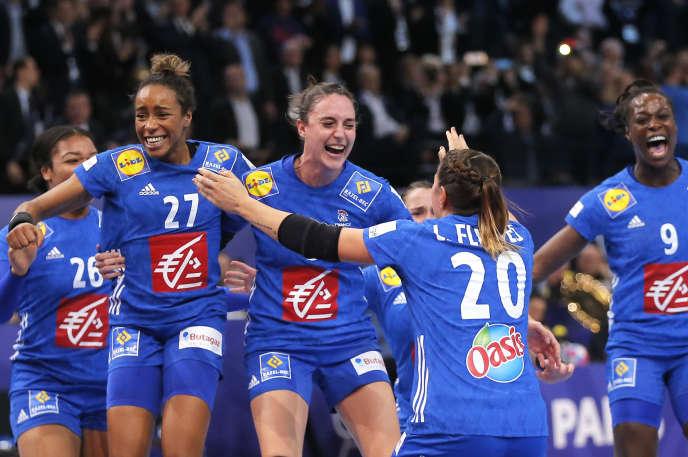 La France championne d'Europe de handball, dimanche 16 décembre, à Paris.