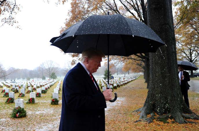 Le président Donald Trump lors d'une visite au cimetière national d'Arlington, près de Washington, le 15 décembre.