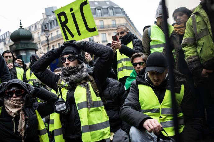 Lors de la manifestation des «gilets jaunes» à Paris, le 15 décembre.
