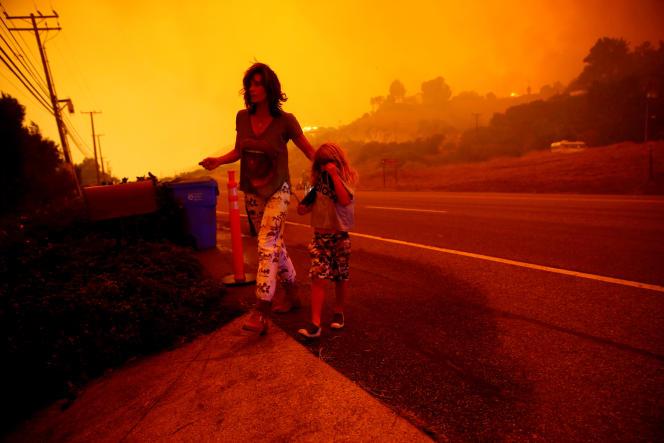 A proximité d'un vaste incendie à Malibu, en Californie, le 9 novembre 2018.