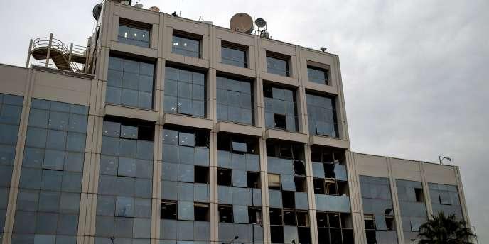 La façade de la chaîne de TV grecque Skai après l'explosion d'une bombe, le 17 décembre 2018.