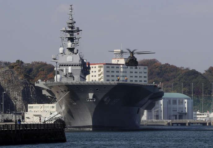 Le porte-hélicoptères Izumo, appelé à être transforméen porte-avions, ici en décembre 2016.
