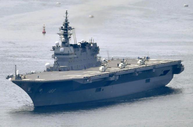 Le destroyer porte-hélicoptères japonais des Forces nippones d'autodéfense « Izumo» en mai 2017.