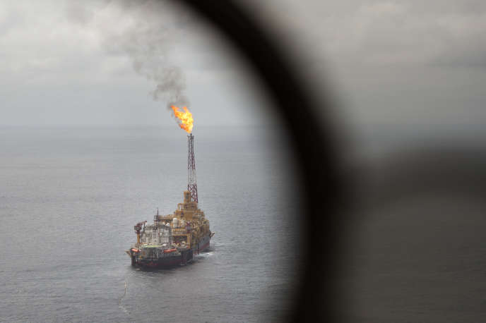Une plateforme pétrolière de Total au large de l'Angola.