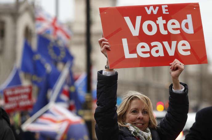 La première ministre conservatrice britannique, Theresa May, n'a toujours pas réussi à faire ratifier par son Parlement l'accord de retrait négocié avec Bruxelles et entériné fin novembre par les chefs d'Etat et de gouvernement européens.