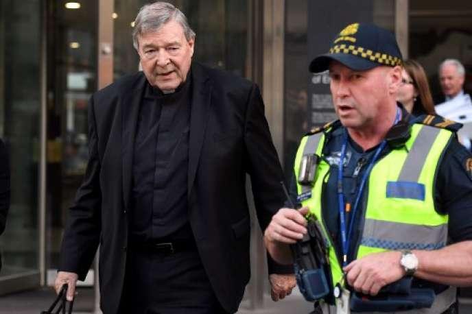 Le cardinal George Pell (photo, le 20 septembre à Melbourne) est le plus haut représentant de la curie romaine jugé pour des faits d'agressions sexuelles sur des mineurs. Il a été reconnu coupable par un jury, mardi 11 décembre.