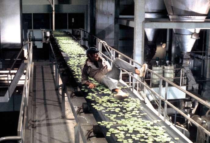 Charlton Heston, icidans l'usine qui fabrique le « soleil vert », seule nourriture disponible.