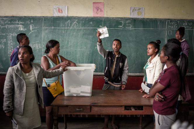Dépouillement du scrutin présidentiel, le 19 décembre à Madagascar.