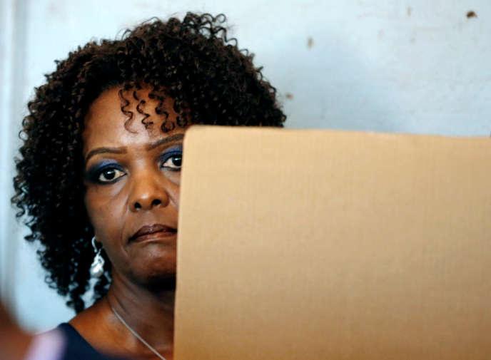 L'ex-première dame Grace Mugabe vote lors des élections générales du 30juillet 2018, à Harare, au Zimbabwe.