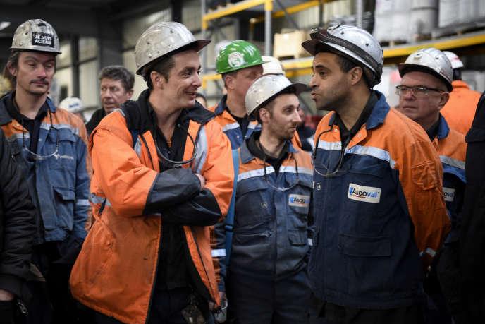 Des salariés d'Ascoval, à l'usine nordiste de Saint-Saulve, le 12 décembre.