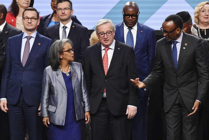 De gauche à droite, au premier rang : le président du Conseil des ministres polonaisMateusz Morawiecki, la présidente éthiopienne Sahle-Work Zewde, le président de la Commission européenne Jean-Claude Juncker et le président rwandais Paul Kagame, lors du forum Europe Afrique, à Vienne, le 18 décembre 2018.