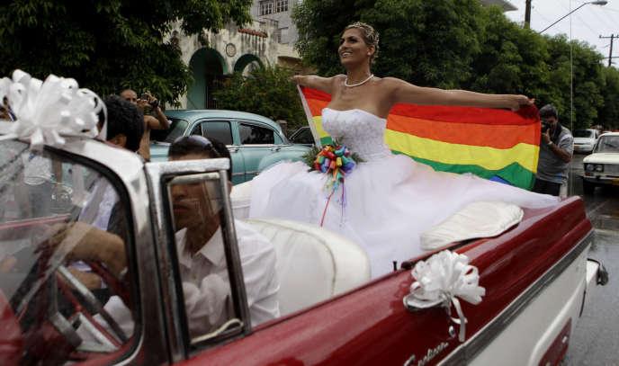 La commission chargée de rédiger la nouvelle Constitution cubaine a modifié le projet de réforme pour supprimer toute mention au mariage.
