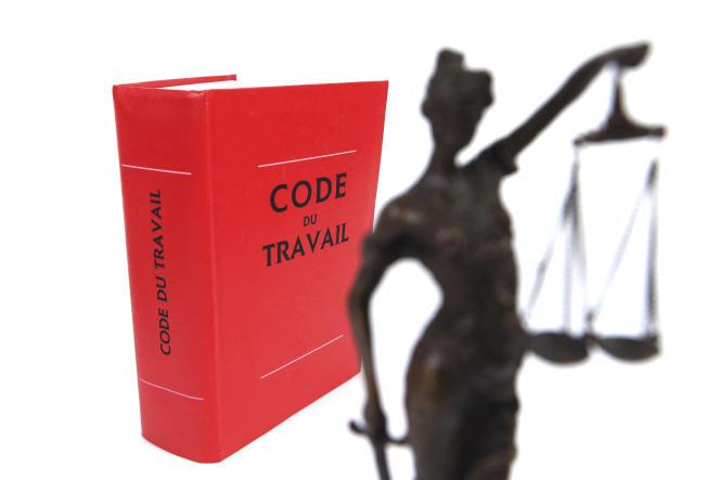 «Il appartient désormais aux juges du travail, sous le seul contrôle de la Cour de cassation, d'apprécier si ces textes sont conformes aux engagements internationaux de la France, et dans la négative, de les écarter.»