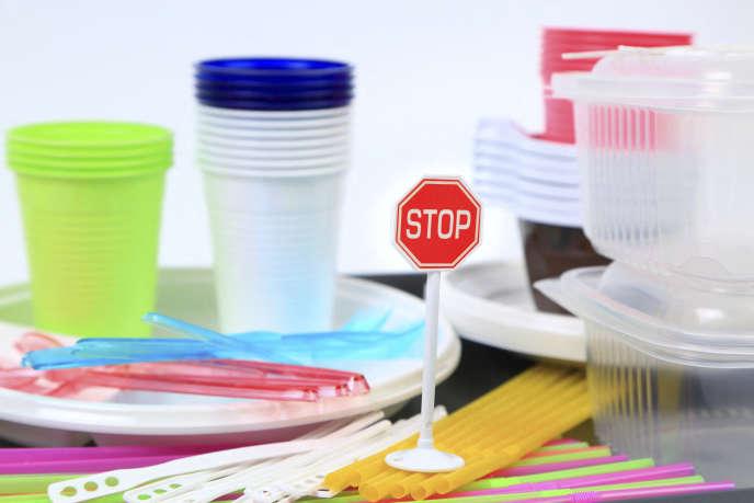 Couverts, assiettes et autres verres en plastique à usage unique seront interdits en 2021.