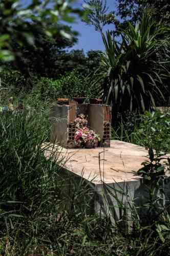 Une tombe dans la réserve de Dourados.