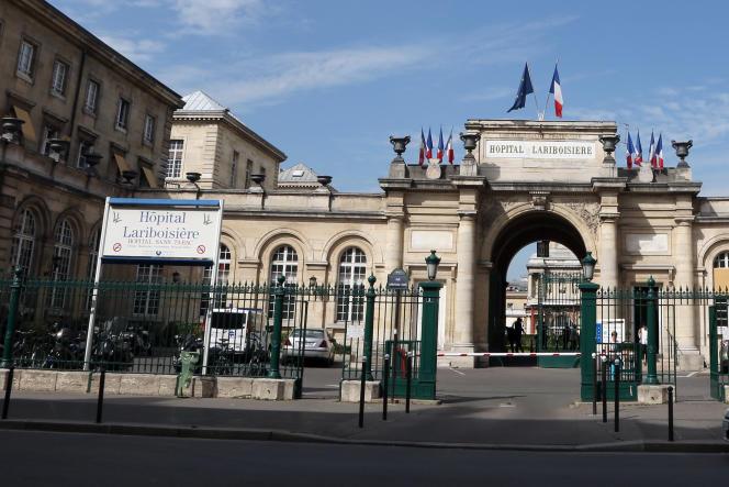 L'entrée de l'hôpital Lariboisière, dans le 10e arrondissement de Paris.