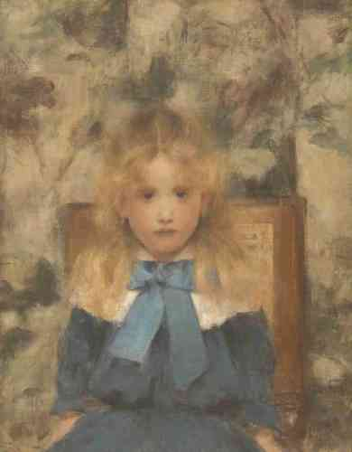 «Un des premiers portraits d'enfants peints par Khnopff. Petite fille modèle, Mademoiselle Van der Hecht se tient bien droite sur sa chaise. Le flou de la chevelure et les reflets mouvants de la tapisserie font valoir son visage de poupée de porcelaine.»