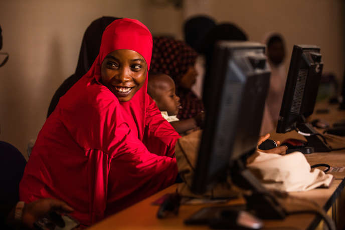 A Dosso, dans le sud du Niger, Aissita Hamidou, enseignante de 23 ans, suit des cours d'nformatique pouvoir changer de profession.
