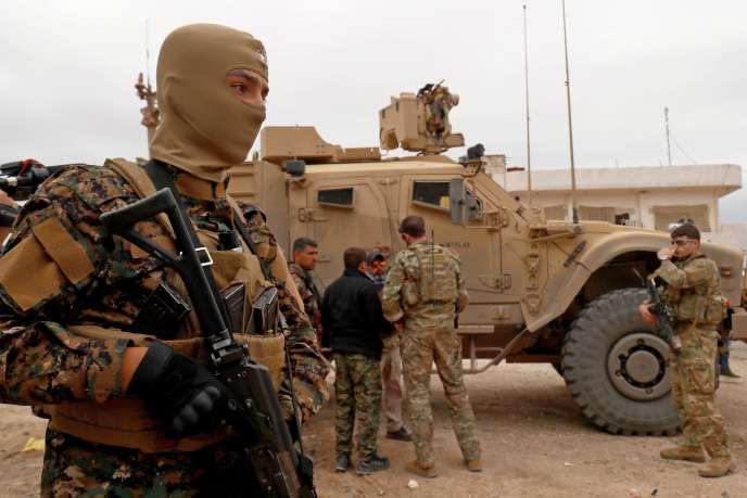 Patrouille des forces américaines près d'Al-Darbasiyah(Syrie),à la frontière syro-turque le 4 novembre.