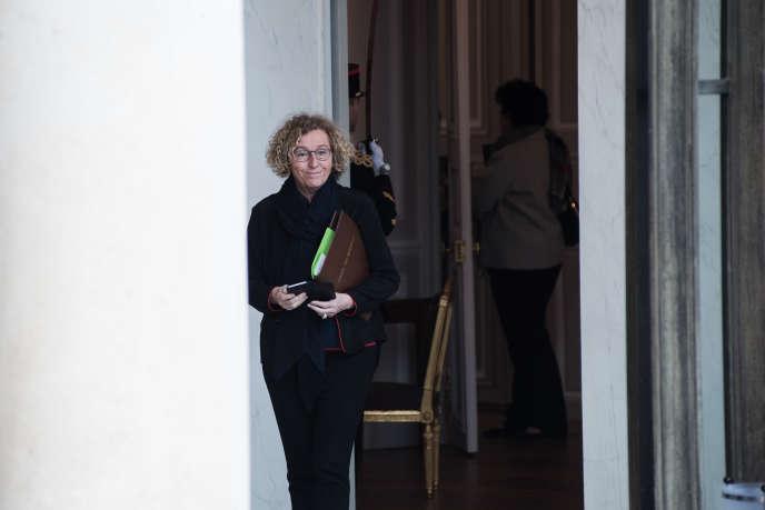 La ministre du travail, Muriel Penicaud à la sortie du conseil des ministres du 19 décembre au Palais de l'Elysee. Elle a reçu le prix Femme d'influence politique 2018.