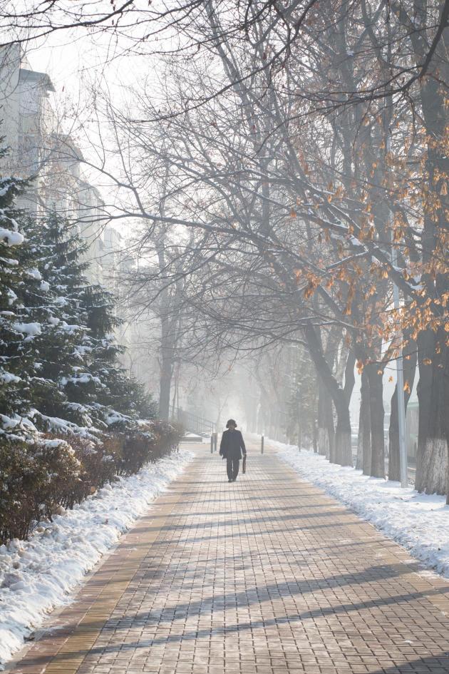 Scène de vie dans une rue d'Almaty, au Kazakhstan, en décembre 2018.