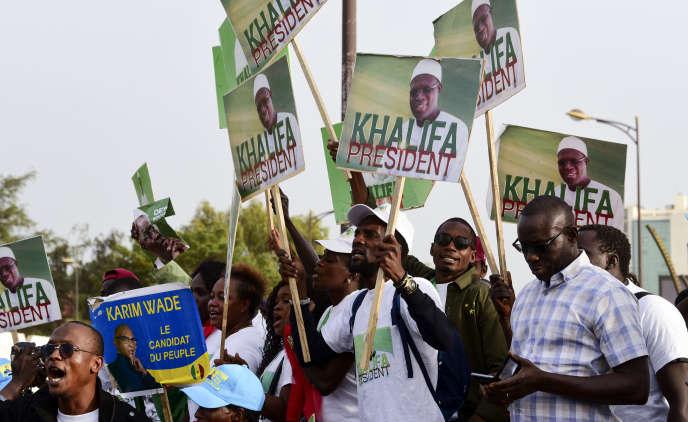 Des partisans de l'opposition manifestent à Dakar, le 29novembre 2018.