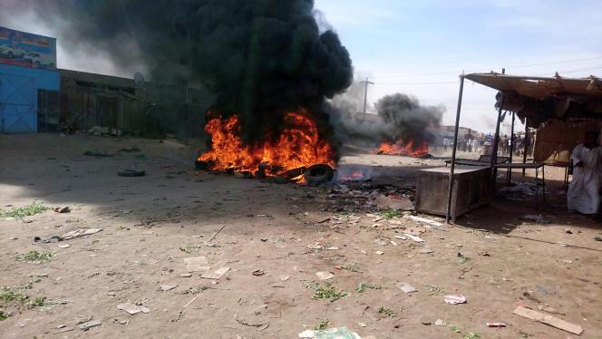 Dans une rue d'Atbara, au Soudan, lors de manifestations contre la vie chère, le 20décembre 2018.