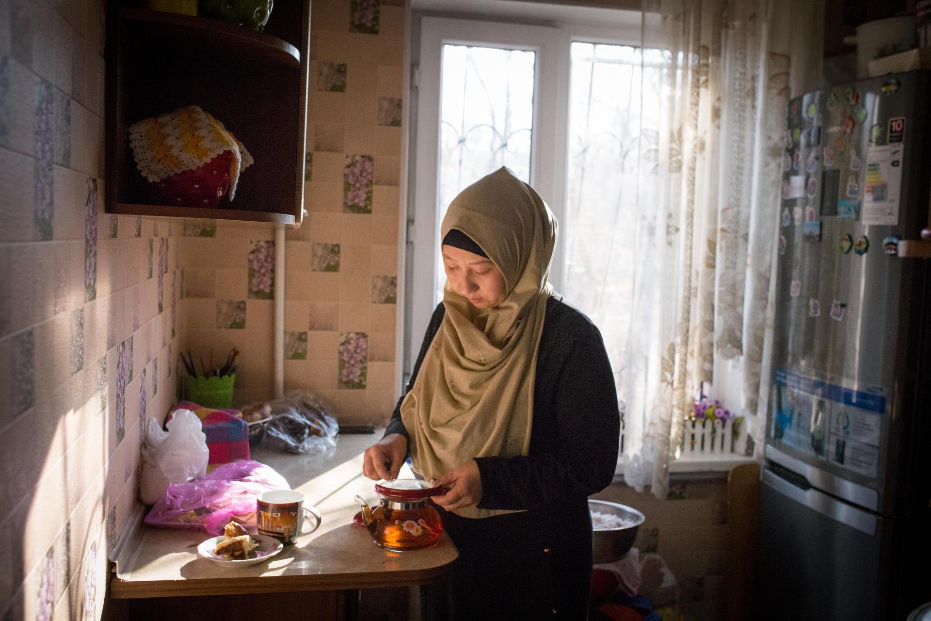 Guzel Basitova, 34 ans, vivait au Kazakhstan avec sa famille. Jusqu'à ce que son mari,Mejit Adkham, retourne dans son village du Xinjiang. En 2017, elle s'y rend pour tenter d'obtenir des nouvelles de son mari. Les autorités locales refusent de le laisser repartir au Kazakhstan. A Almaty, au Kazakhstan, en décembre 2018.