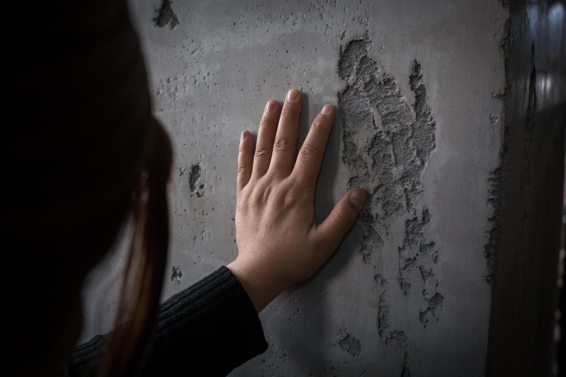Sophia, nom d'emprunt qu'elle a choisi,a 20 ans. Partie suivre un cours préparatoire d'université au nord du Kazakhstan, elle a été mise en prison à son retour en Chine. Pour rien. Revenue au Kazakhstan, elle vient d'obtenir sa carte de résidente permanente de ce pays. Mais citoyenne chinoise d'ethnie kazakhe, elle n'aurait aucun recours si elle était rapatriée pour une raison ou une autre dans son Xinjiang natal, près d'Urumqi. Almaty, au Kazakhstan, en décembre 2018.