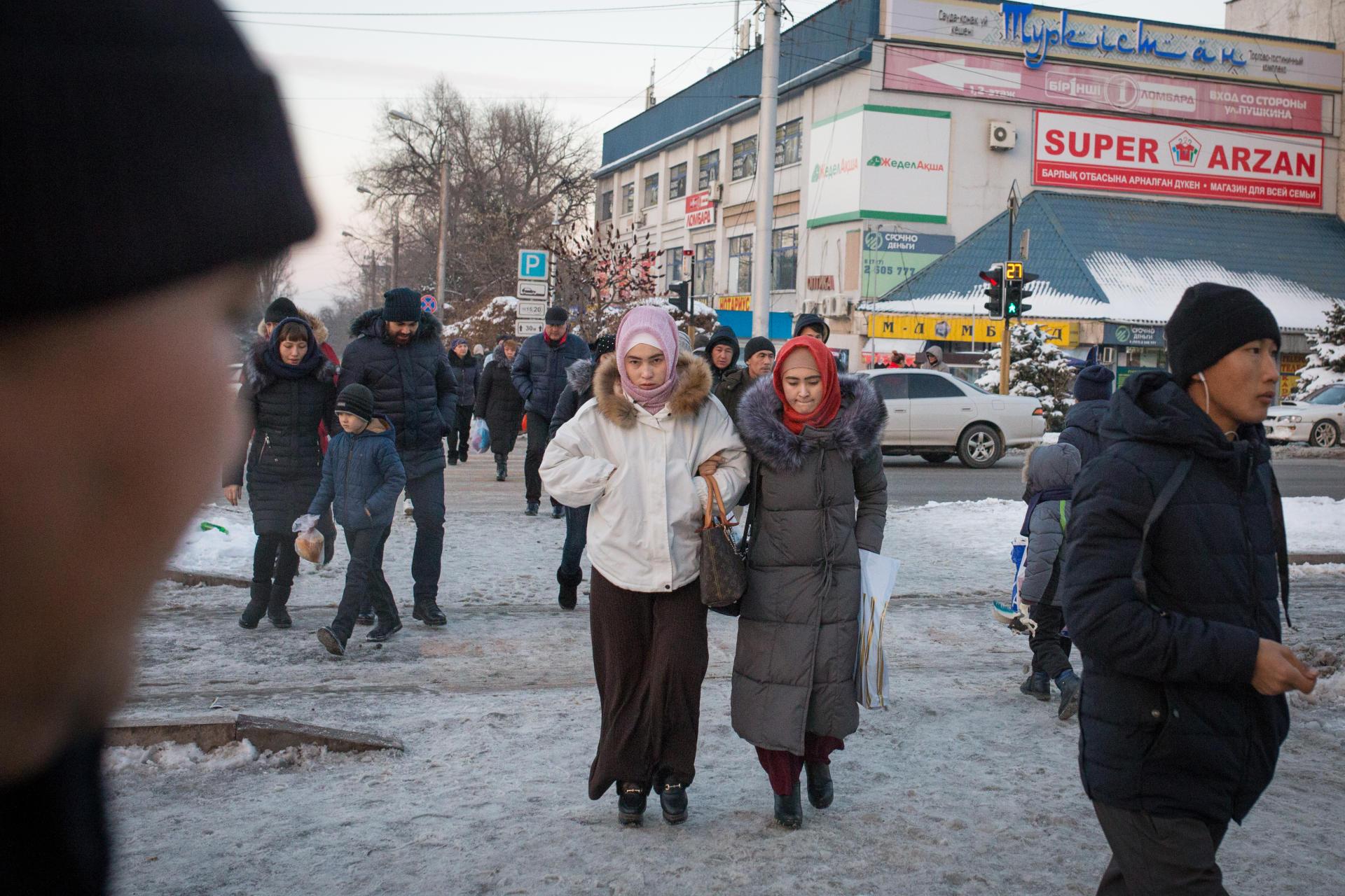 Dans les rues d'Almaty, la plus grande ville de Kazakhstan, en décembre 2018.