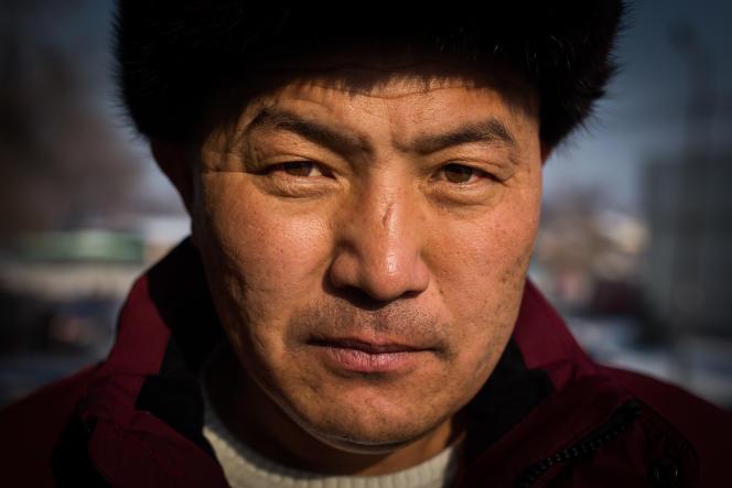 Orynbek Korsebek, d'origine Kazakh, a passé 125 jours dans un camp de rééducation en Chine, dans le Xinjiang. A Almaty, Kazakhstan, décembre 2018.