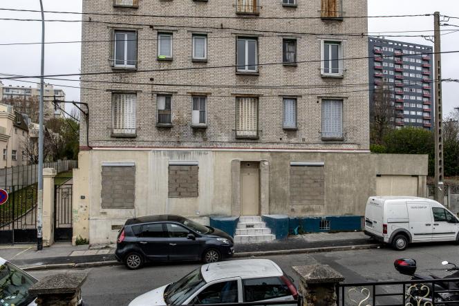Une centaine d'habitants ont été évacués d'urgence d'une copropriété insalubre au21 rue des Deux-Communes à Rosny-sous-Bois (Seine-Saint-Denis).