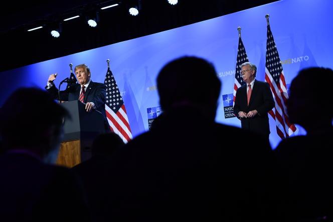 Le président américain, Donald Trump (à gauche), et le conseiller à la sécurité nationale des Etats-Unis, John Bolton, au sommet de l'OTAN à Bruxelles, le 12juillet 2018.