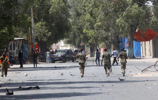 Des forces de sécurité somaliennes patrouillent dans les rues de Mogadiscio, le 22 décembre 2018.