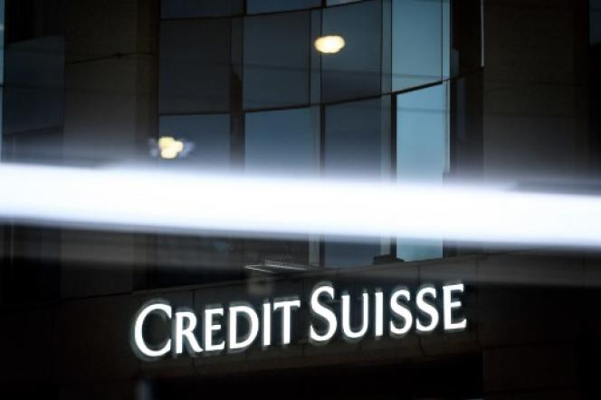 Le rôle des banques internationales qui ont négocié les emprunts – et récolté des millions en frais bancaires au passage – est très critiqué par l'opposition et la population.