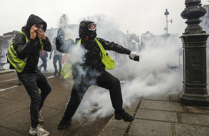 Manifestation des « gilets jaunes», à Paris, samedi 22 décembre.