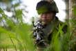Un soldat colombien s'entraîne dans la municipalité de Tumaco (département de Narino, Colombie), le 14 avril 2018 en attendant de participer à une opération militaire contre des rebelles colombiens renégats qui ont enlevé et tué deux journalistes équatoriens et leur conducteur.