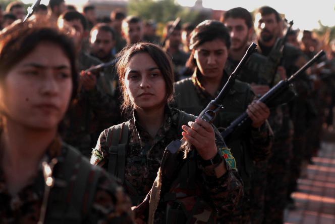 Des combattanteskurdes des Forcesdémocratiquessyriennes(FDS)àQamichli, aunord-estde la Syrie, le 3 décembre.