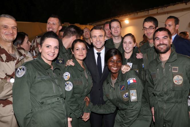 Emmanuel Macron venu fêter Noël avec des soldats de la force Barkhane, à N'Djaména, le 22 décembre.