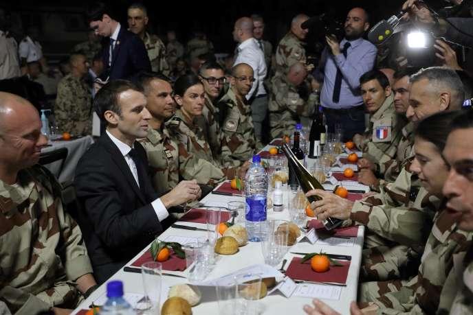 LES LUTTES EN FRANCE vers la restructuration politique (Gilets jaunes) : les débats continués 17 déc.- mars 2019 459d212_5945943-01-06