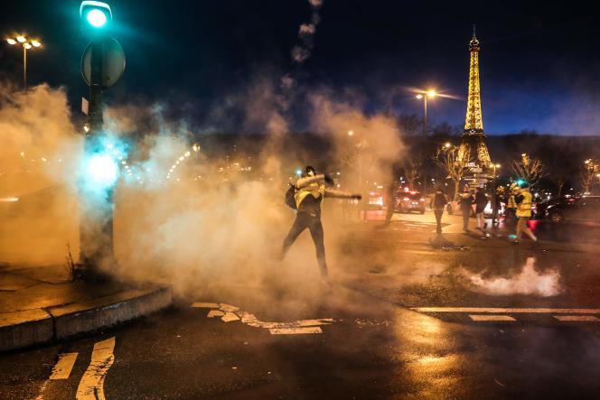 Violences en marge de la manifestation des«gilets jaunes»,place de la Concorde à Paris, le 22 décembre.