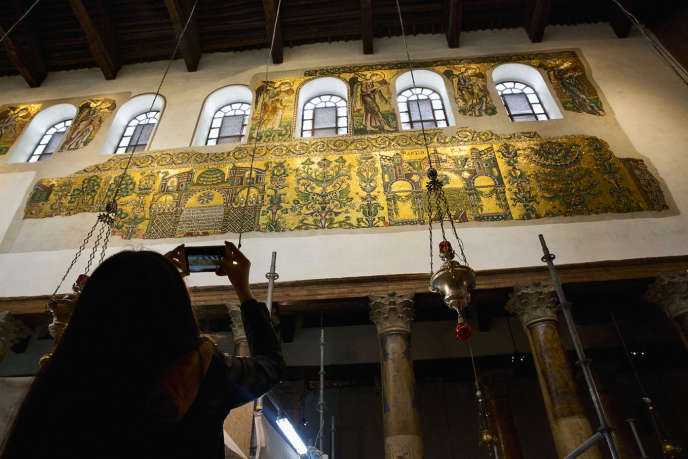Les mosaïques du XIIe siècle le long de la nef centrale de la basilique de Bethléem sont les pièces-phares du vaste chantier de restauration du bâtiment lancé et financé par l'Autorité palestinienne.