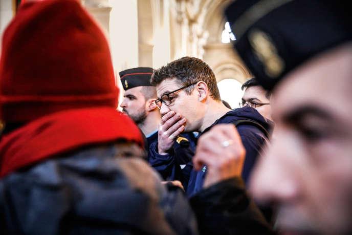 Mathieu Burnel, l'un des relaxés dans l'affaire de Tarnac (ici, lors de l'ouverture du procès, en mars, à Paris), est souvent présenté comme le créateur principal de Lundi matin, ce que le site dément.