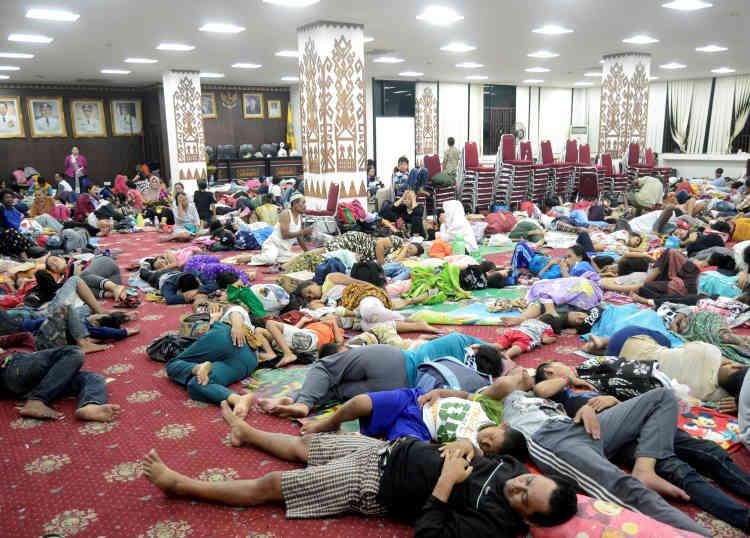 Un bâtiment officiel accueille les rescapés à Bandar Lampung, au sud de Sumatra.