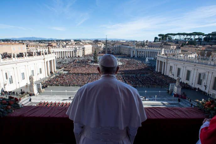 Le pape François au balcon de la basilique Saint-Pierre, au Vatican, le 25 décembre.