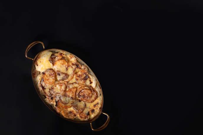 Le gratin de pommes de terre avec de la crème et du comté.